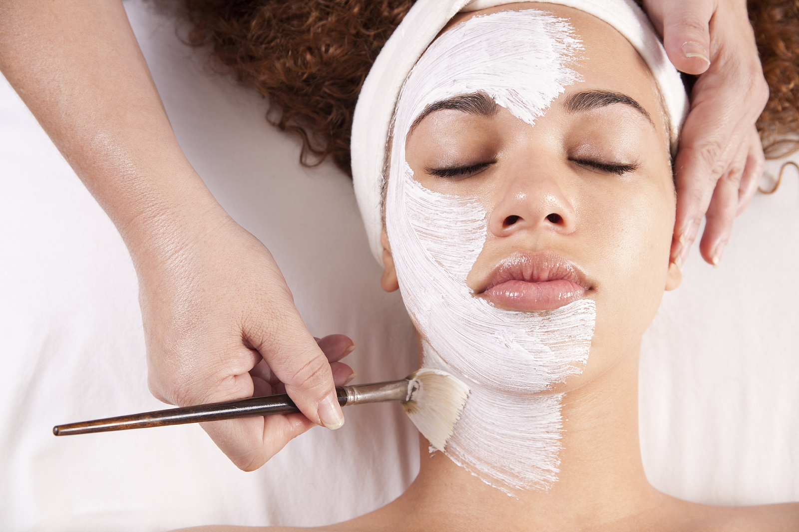 Wondering why you should visit a professional to do your facial? We have the answers inside.